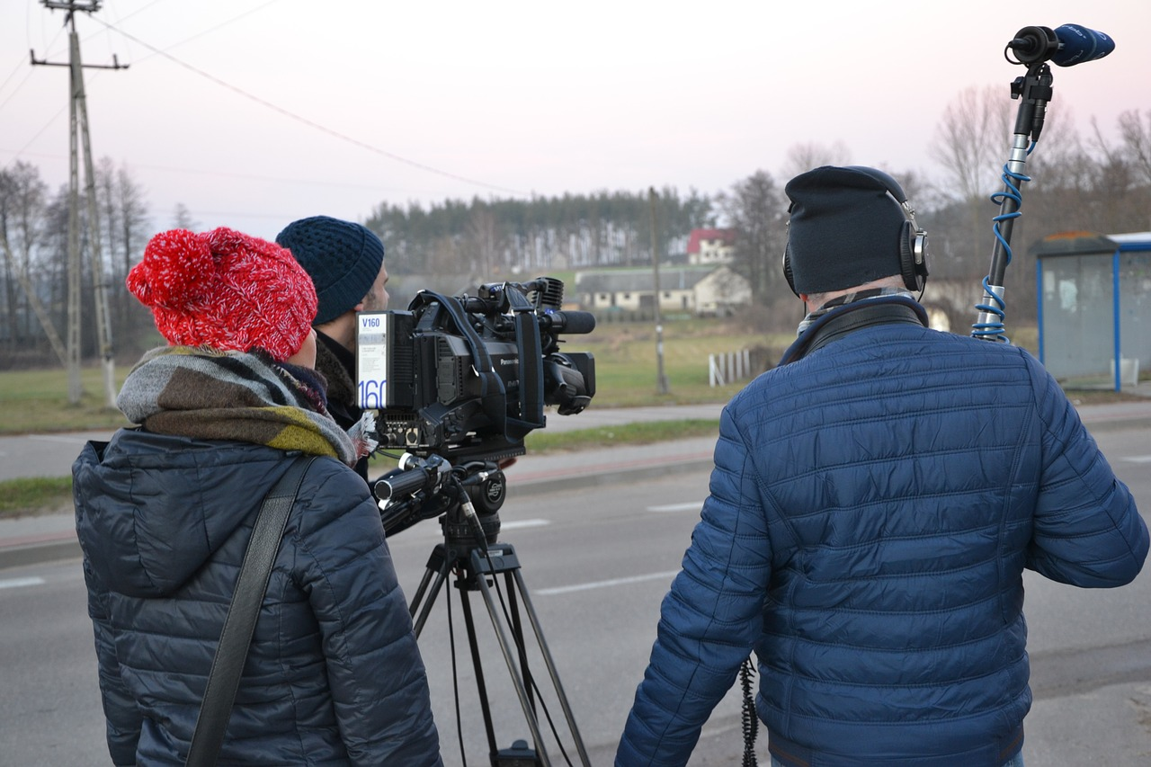 tv-team-1251276_1280